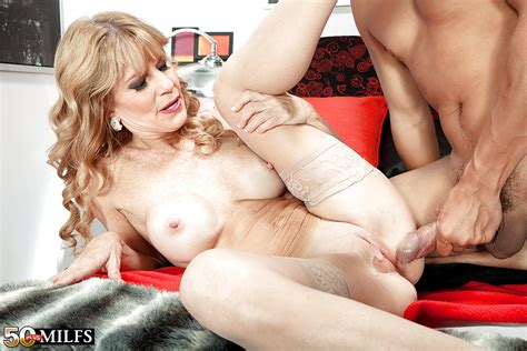 Mature mom Denise Day revealing big tits in stockings before bald cunt fuck - PornPics.com