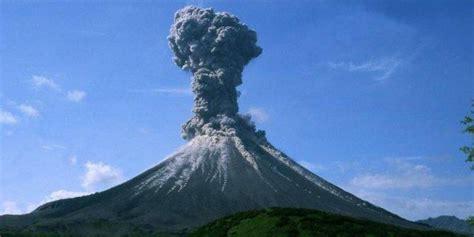 Gempa bumi sering mengguncang banyak wilayah indonesia karena terletak di kawasan cincin api di mana beberapa lempeng tektonik bertemu dan kerap menyebabkan aktivitas vulkanik dan seismik. Gempa Bumi Vulkanik : Gempa Bumi Di Indonesia Penyebabnya ...