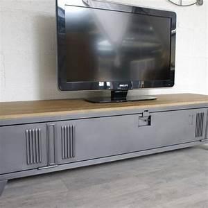 Meuble Tv Metal : vestiaire transform en meuble tv industriel metal et bois ~ Teatrodelosmanantiales.com Idées de Décoration