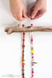 Fabriquer Un Carillon : comment fabriquer un magnifique carillon avec des perles collier et un simple bout de bois ~ Melissatoandfro.com Idées de Décoration