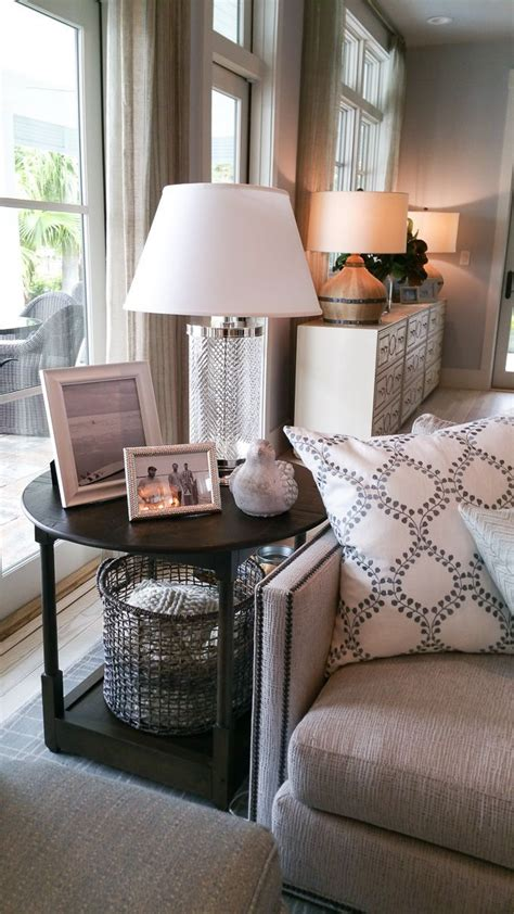 Decorating Ideas For Living Room Coffee Tables by 25 Best Ideas About Side Table Decor On Entry