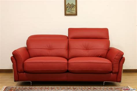 Divano Rosso Moderno : Divano In Pelle Moderno Con Poggiatesta Per Maggiore Comfort