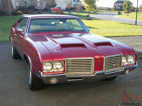 1971 oldsmobile cutlass classic american muscle car