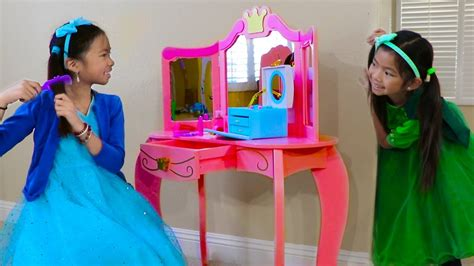 Emma & Wendy Pretend Play With Cute Pink Princess Makeup