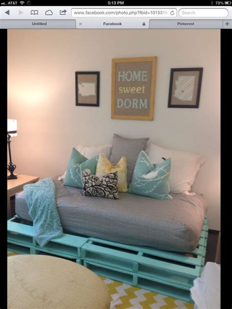 fun pallet couch   dorm room dorm stuff pinterest