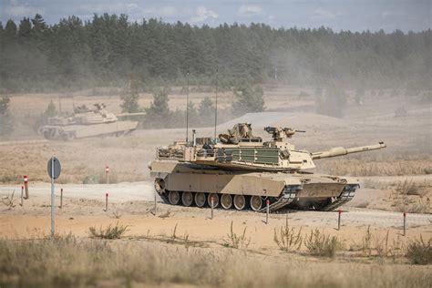 Ādažu poligonā norisinās tanku kaujas šaušanas vingrinājum ...