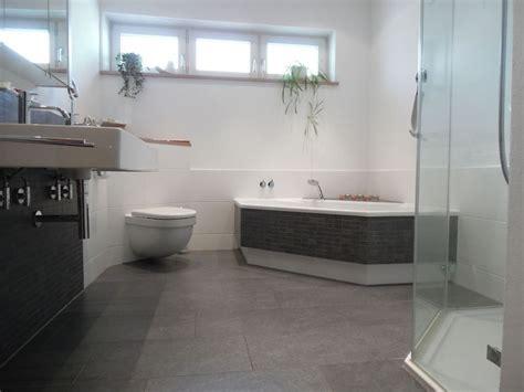 Badezimmer Fliesen Hell helle fliesengestaltung bad dusche