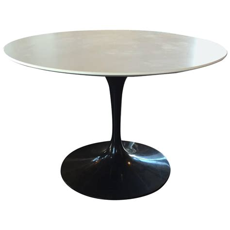 tulip table eero saarinen for knoll tulip dining table at 1stdibs