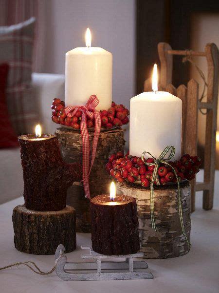 Herbstliche Kerzen Mit Kleinen Kränzen Aus Hagebutten