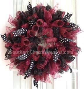 YouTube Deco Mesh Wreath with Ribbon