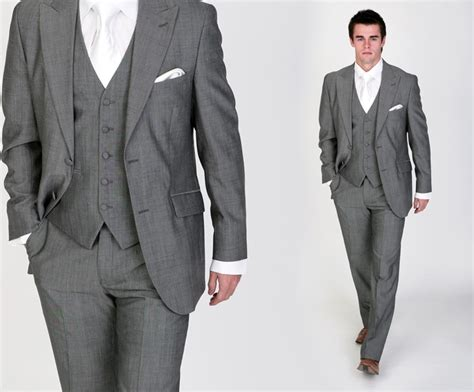 Or This For Groom With Ivory Tie