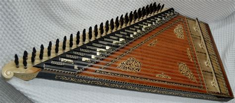 It is one of the most famous arabic musical instruments and was known as the sultan of music in the old days.it was used by philosophers and musicians to teach and practice musical theories. Turkish Kanun (Arabic, Qanun)   Unterhaltung
