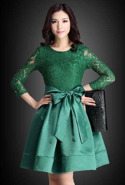 contoh model gaun pesta brokat kombinasi satin fashion