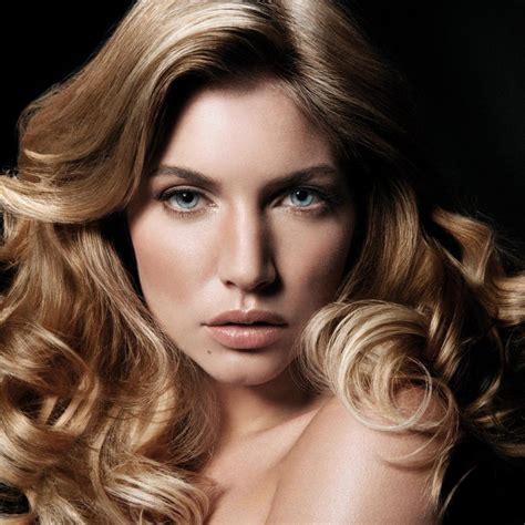 Стрижки для волнистых волос коротких средних или длинных в том числе варианты не требующие укладки + фото