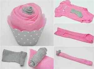 Baby Geschenke Selber Basteln : cupcake aus babykleider in pink und hellgrau anleitung baby pinterest baby geschenke ~ Frokenaadalensverden.com Haus und Dekorationen