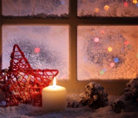 spruehschnee zur weihnachtszeit entfernen