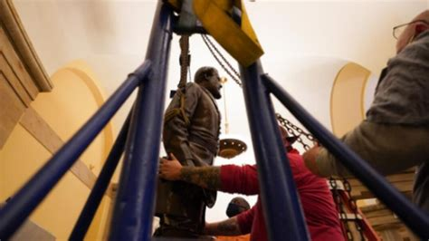 Virginia Removes Robert E Lee Statue From Us Capitol