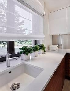 Vorhänge Für Küche : wei e lichtdurchl ssige raffrollos f r moderne k che k che k chenvorh nge vorh nge k che ~ Watch28wear.com Haus und Dekorationen