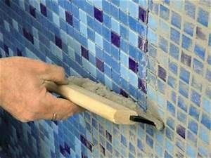 Mosaik Fliesen Verfugen : mosaikfliesen im bad verlegen ratgeber bauhaus ~ A.2002-acura-tl-radio.info Haus und Dekorationen
