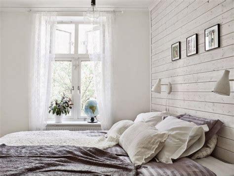chambre avec lambris bois lambris bois blanc inviter le style cagne chic à la maison