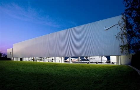 siege social nike nike air hangar fubiz media