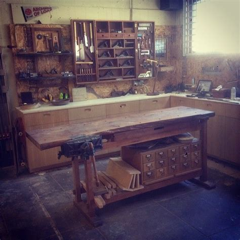 ericervinwoodwork  clear workspace   clear head