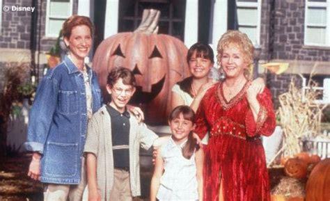 Halloween Town Casts by Cast Of Halloweentown Remembers Debbie Reynolds Mxdwn