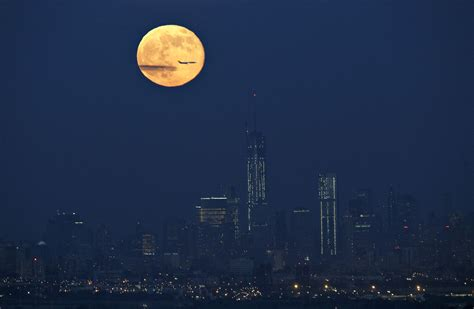 2013 Supermoon Dazzles Night Sky For Spectators