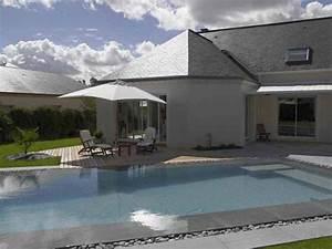 plage et terrasse de piscine en pierre piscines carre bleu With piscine miroir a debordement 10 piscine semi enterree piscines carre bleu