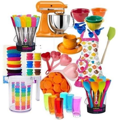 bright colored kitchen utensils toj 225 sfest 233 s szalv 233 t 225 val kev 233 sb 233 252 gyesek is elkezdhetik 4905