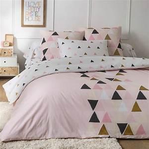 Parure de lit a motif triangle linge de lit kiabi 2500eur for Suspension chambre enfant avec housse de couette motif losange