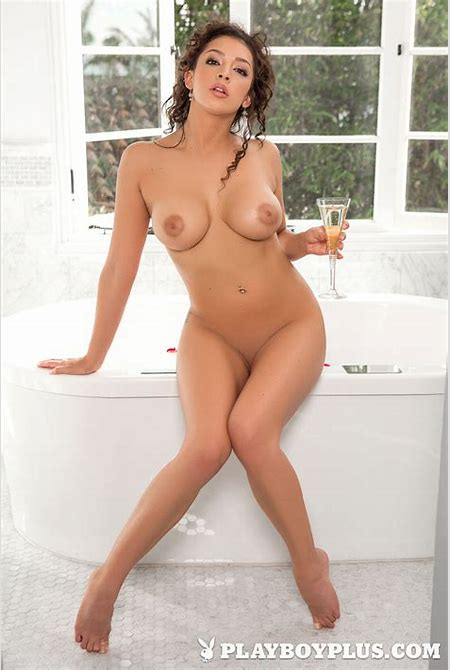 Kelsi Shay - Playboy Cybergirl (Free Playboy Galleries)