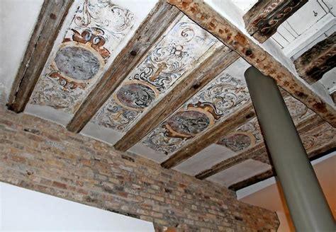Decke Mit Holzbalken by Blauer Esel Wird Neues Restaurant In Rostocker Innenstadt