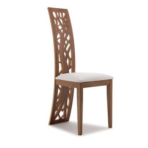 chaise en bois design issa chaise design en bois avec dossier décoré assise