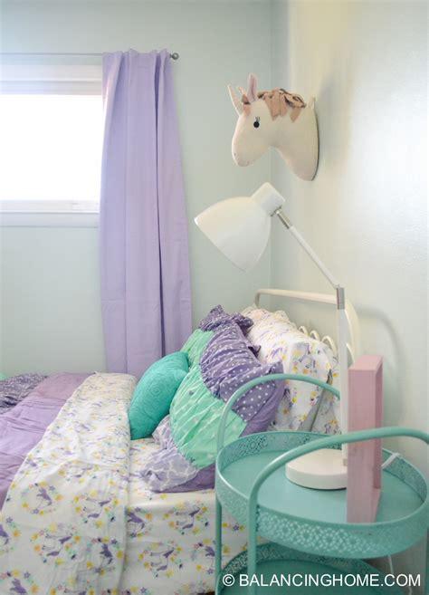 Small Bedroom Decor & Bedroom Decorating Ideas Balancing