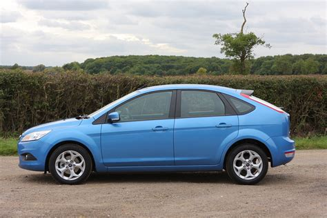 ford focus 2005 ford focus hatchback 2005 2011 photos parkers