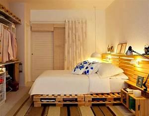 Bett Aus Holzpaletten : diy bett und eigener designer nachttisch aus paletten ~ Michelbontemps.com Haus und Dekorationen