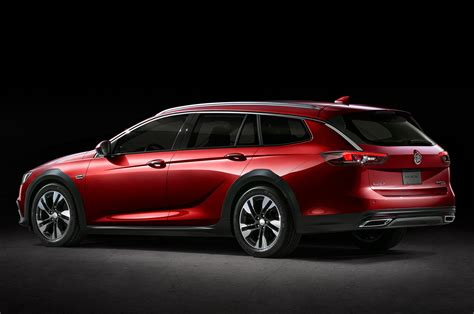 Buick Unveils 2018 Regal and There's no Sedan to be Seen