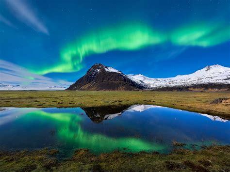 1024x768 Aurora Borealis Light Mountain Nature Reflection