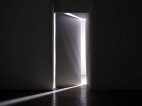 comment ouvrir une porte de chambre bloqu comment perdre une négociation pour une porte qui s ouvre