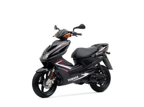 yamaha aerox r50 schwarz aufkleber aussehen roller tuning