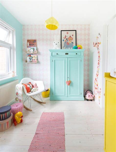 chambre fille jaune décoration chambre bébé garçon et fille jours de joie et