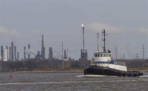 Boat Show Near Houston by Chemicals Leak After Ship Collision Near Houston Port