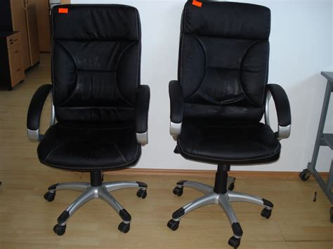 scaune negre
