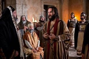 Emmaus Saint Priest : peter stands up to the priests ~ Premium-room.com Idées de Décoration
