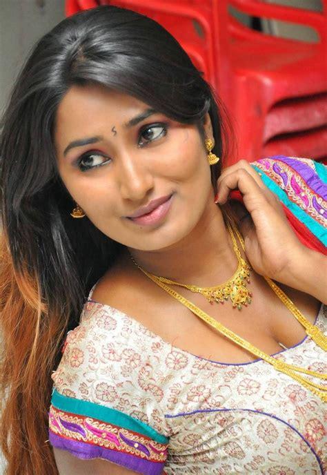 swathi naidu enjoyable tamil aunty pundai pics celebrity