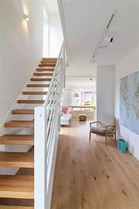 Haus Mit Holz : flur mit treppe aus holz eco system haus bauideen treppen house stairs und beach house ~ Frokenaadalensverden.com Haus und Dekorationen