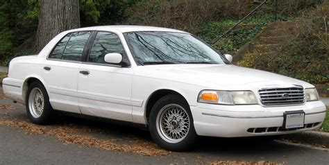 2002 Ford Crown Victoria Information And Photos