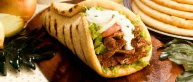 difference between gyros and souvlaki