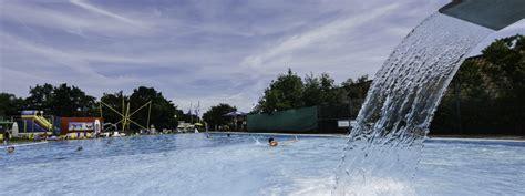 schwimmbad mit salzwasser meerwasser schwimmbad ostseebad kellenhusen das meer der wald und du